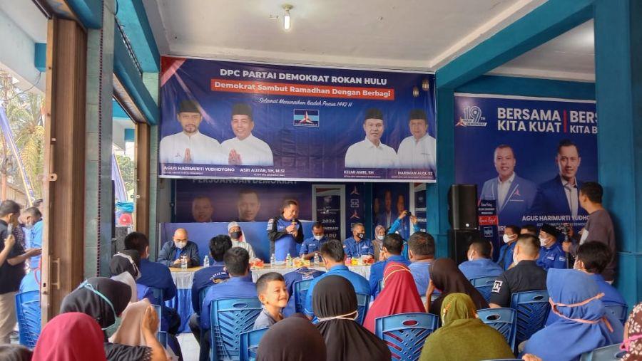 Sehari Jelang Puasa, DPC-PD Rohul Berbagi Dengan Masyarakat