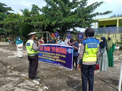 Gelar Kegiatan Police Goes To School, Kasatlantas Rohul Ajak Pihak Sekolah Untuk Kerja Sama